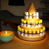 Pyramide mit Homöopthika auf dem Schreibtisch